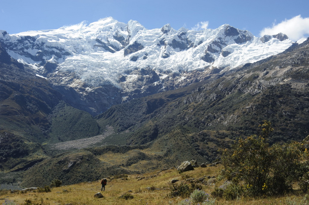 Walking up the Cancahua Yanayacu valley